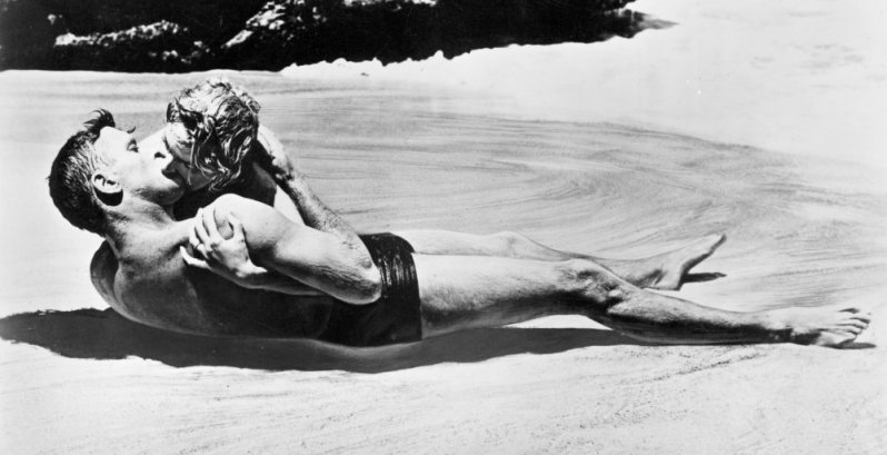 from-here-to-eternity-1953-002-burt-lancaster-deborah-kerr-kissing-beach-00m-e44